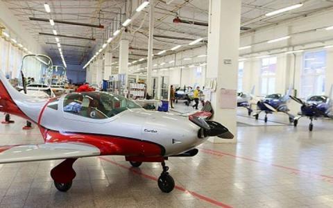 300 egzemplarz samolotu  VL3 JMB...