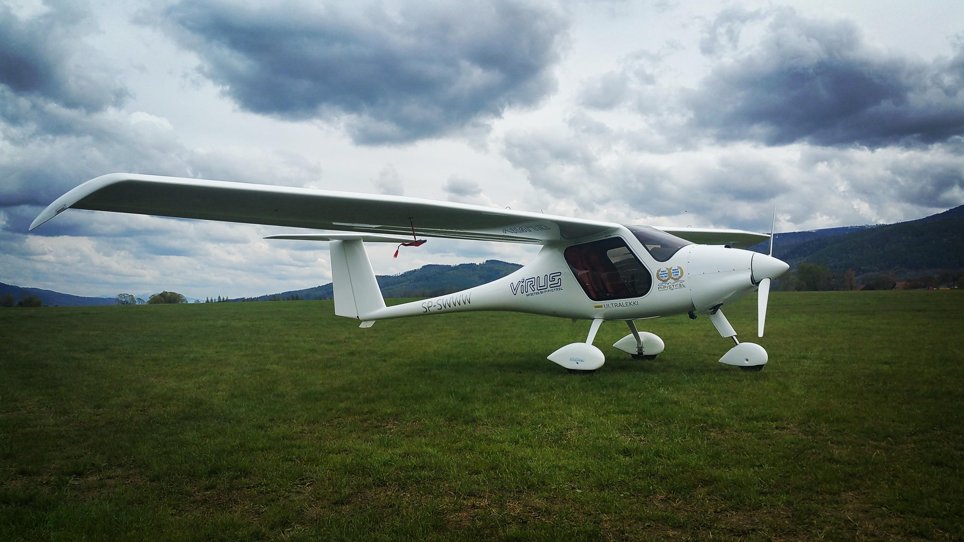 Virus 912 - samolot posiadający zasięg 2000 km i prędkość przelotową 225 km/h
